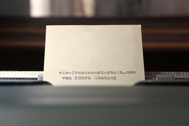 Kübra Gümüsay Die freie Journalistin Kübra Gümüsay ruft zu organisierter Liebe auf. Auf ihrem Blog geht es um die Themen Internet, Politik, Gesellschaft, Rassismus, Feminismus und Islam.